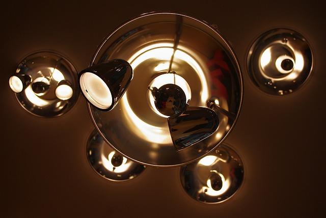 lustry, bodová světla
