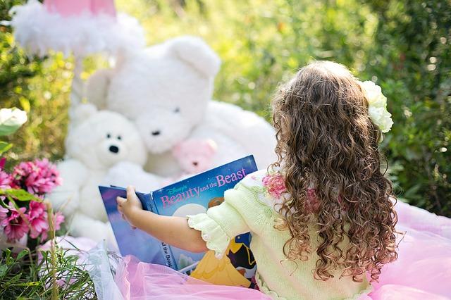 holčička při čtení.jpg