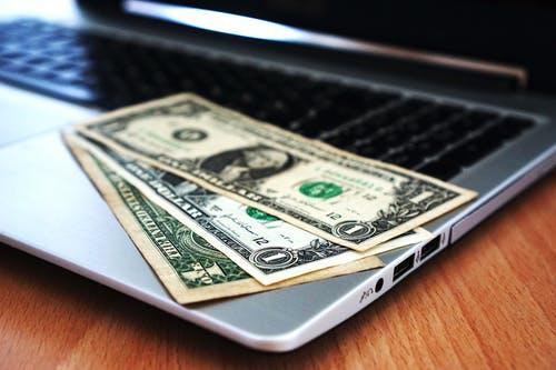 peníze notebook
